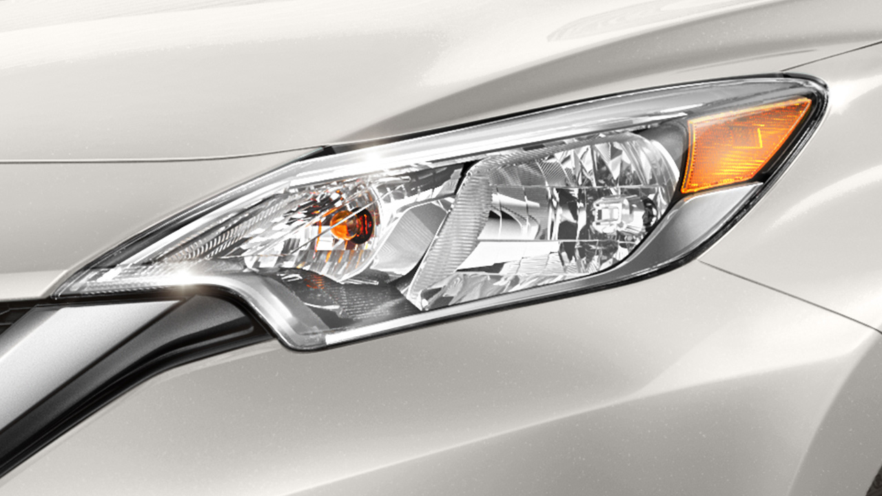 nissan-versa-note-head-lamps-1