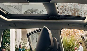 nissan-new-rogue-features-moonroof
